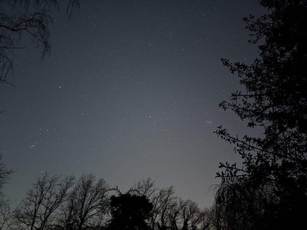 Orion + Hyaden + Plejaden mit Pixel4a fotografiert, Belichtungszeit etwa 5 Minuten